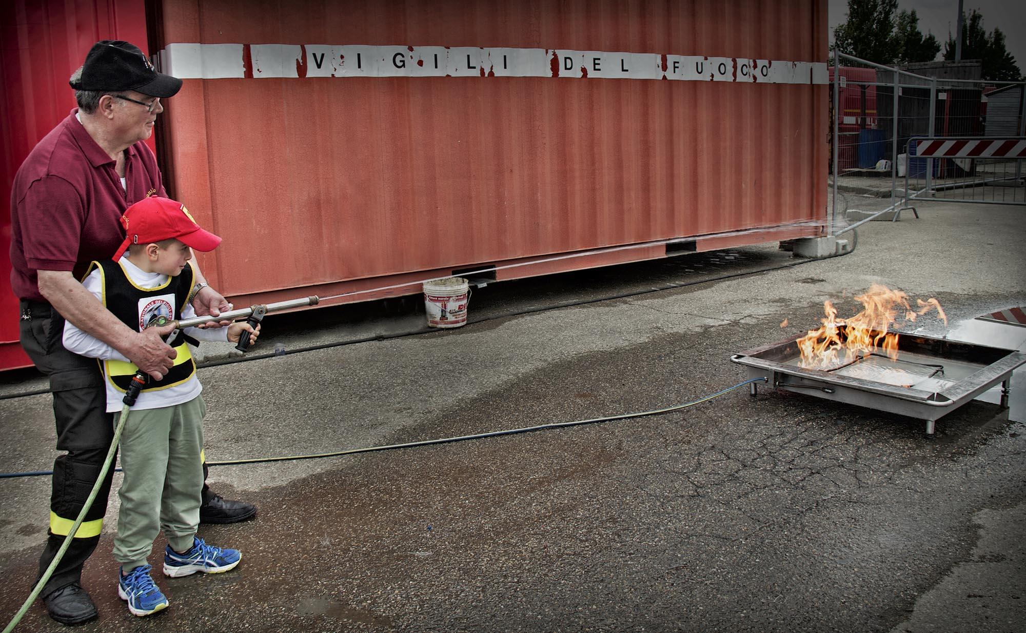 0029 pompieropoli esercitazioni antincendio bambini 3 - Pompieropoli, esercitazione antincendio con i bambini