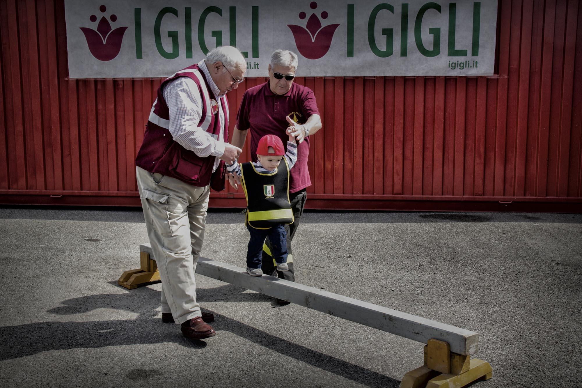 0029 pompieropoli esercitazioni bambini - Pompieropoli, esercitazione antincendio con i bambini