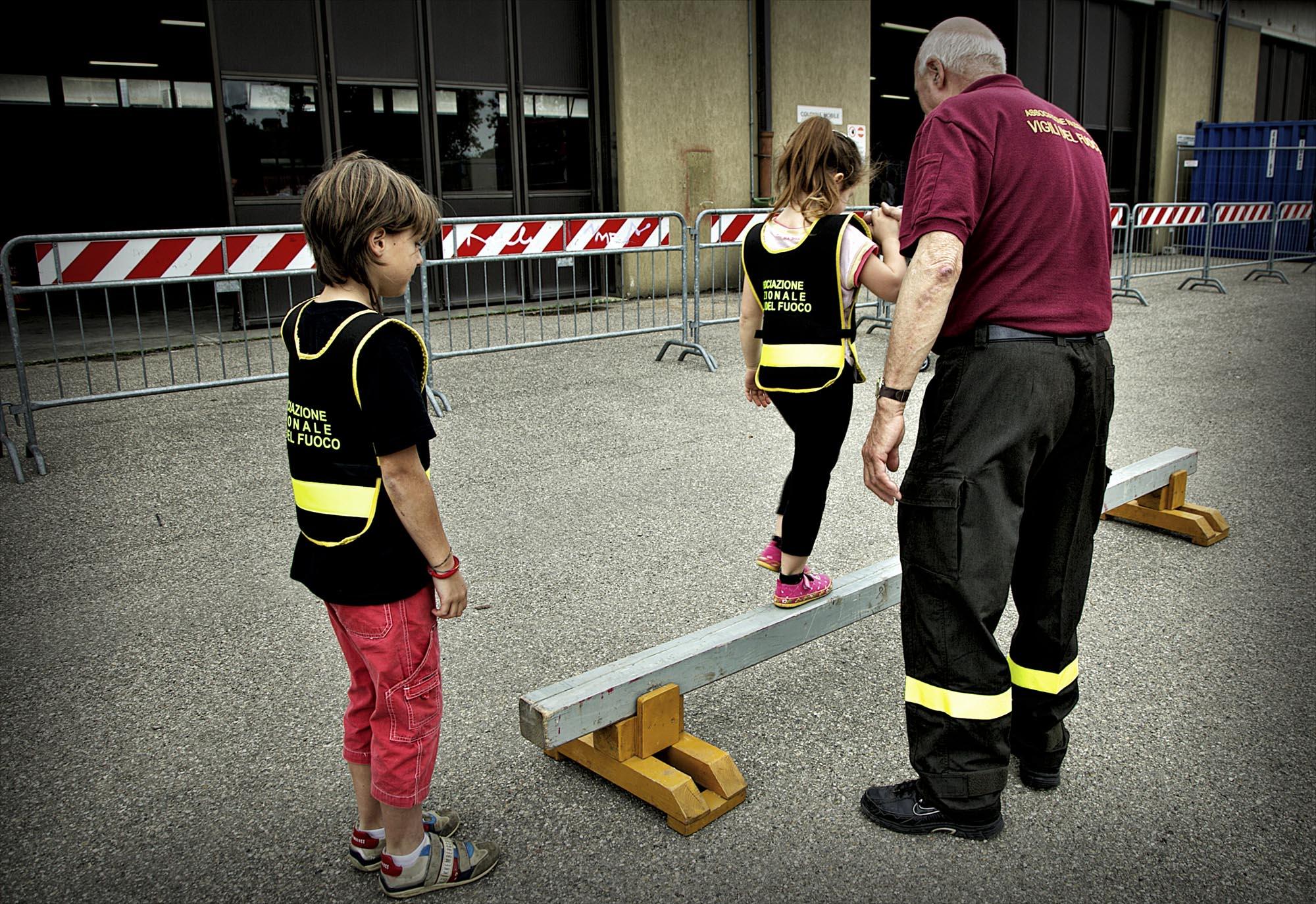 0029 pompieropoli esercitazioni con bambini - Pompieropoli, esercitazione antincendio con i bambini
