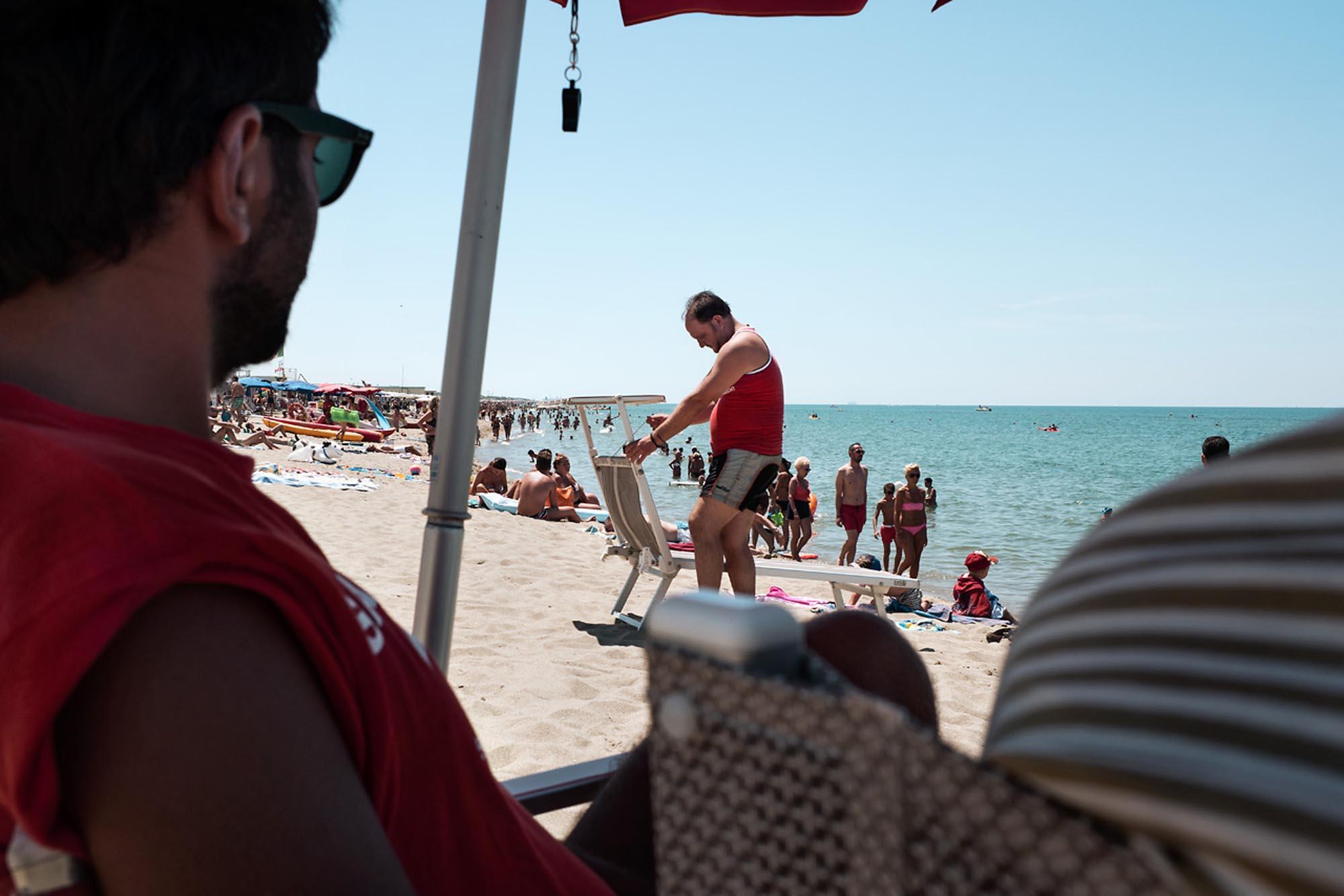 0037 Assistente bagnanti in spiaggia - Storie di volontariato toscano