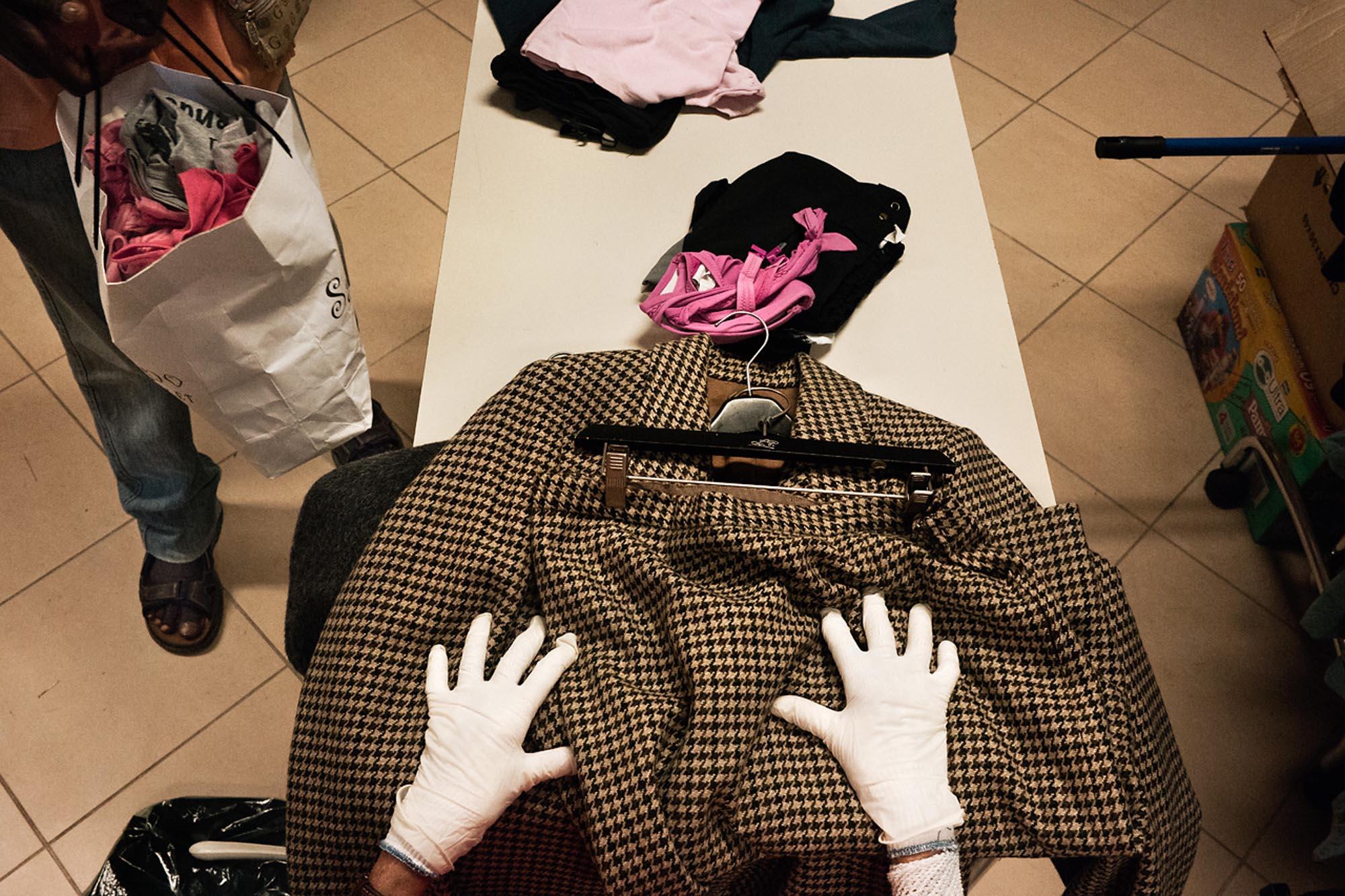 0037 riciclo distribuzione abiti usati 1 - Storie di volontariato toscano