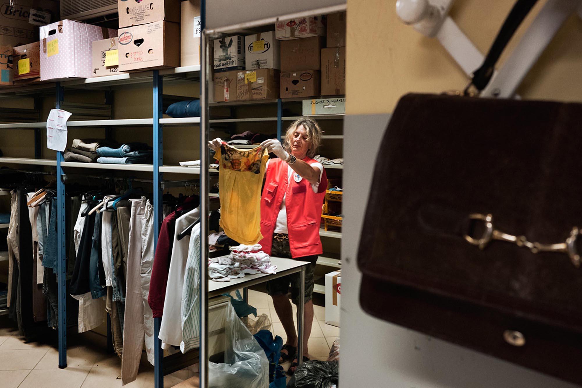 0037 riciclo distribuzione abiti usati - Storie di volontariato toscano