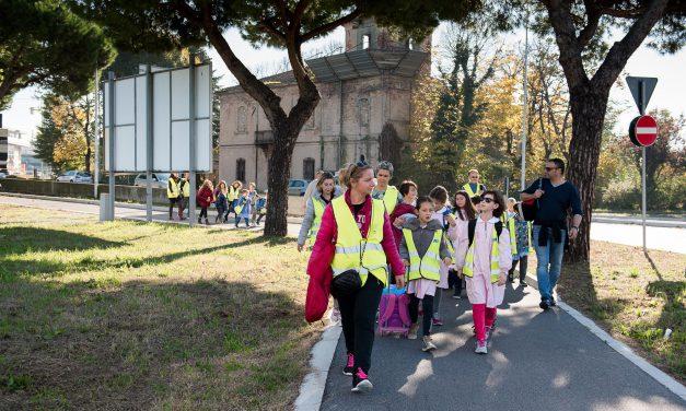Educazione ambientale, pedibus l'autobus di bambini