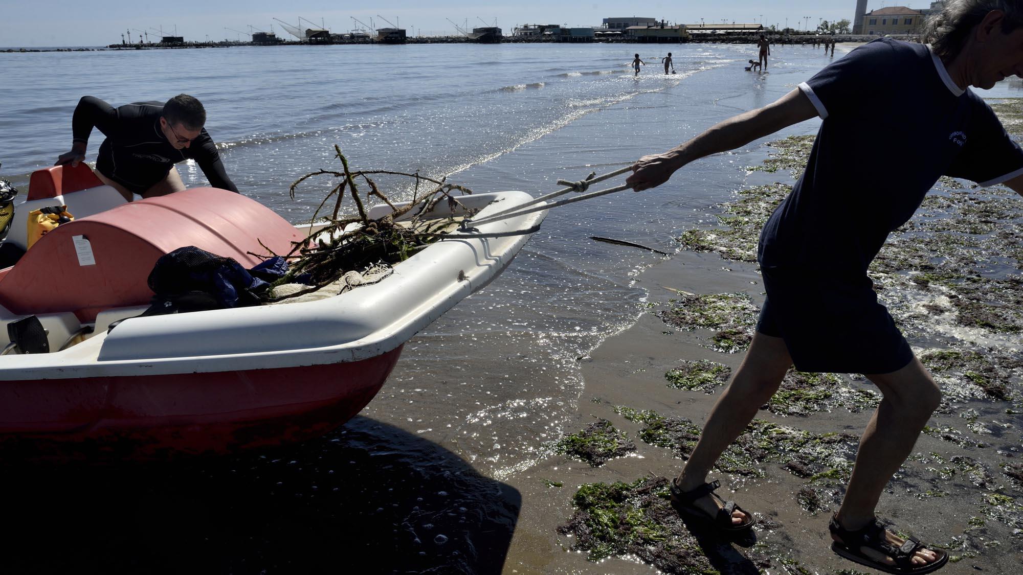 0106 volontari ambiente spiaggia mare puliti 1 - Ambiente, fondali puliti