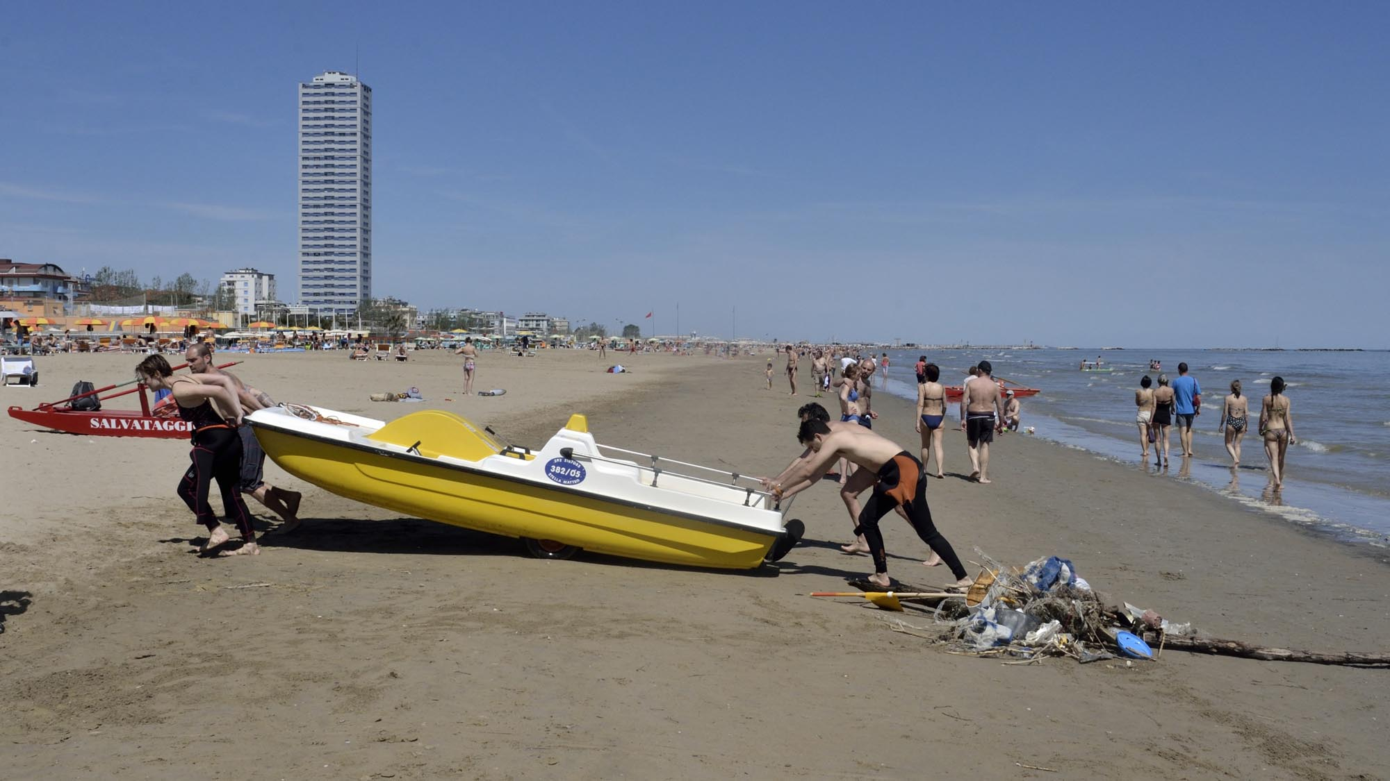 0106 volontari ambiente spiaggia mare puliti - Ambiente, fondali puliti