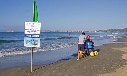 Assistenza disabili in spiaggia, tutti al mare