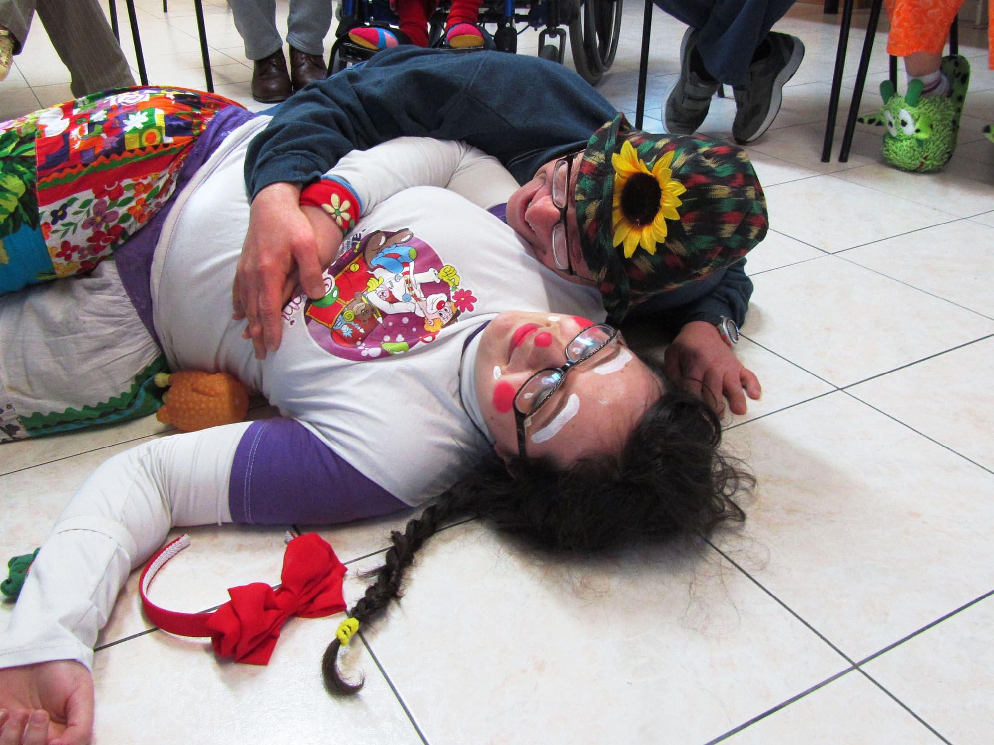 0193 Volontari clown negli ospedali - Clownterapia, il baule dei sogni