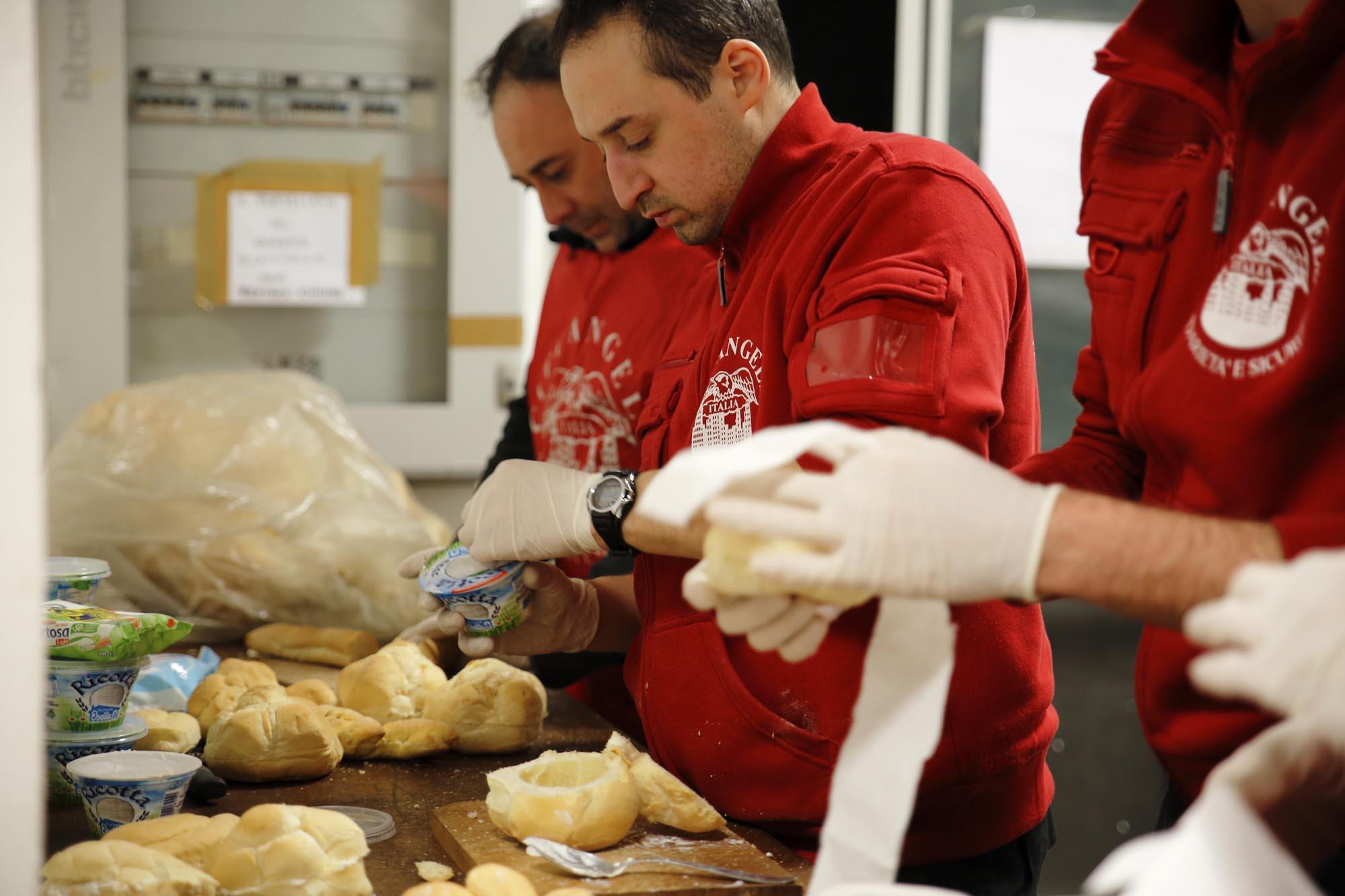 0241 Preparazione pasti per persone senza fissa dimora - Assistenza sociale, city Angels