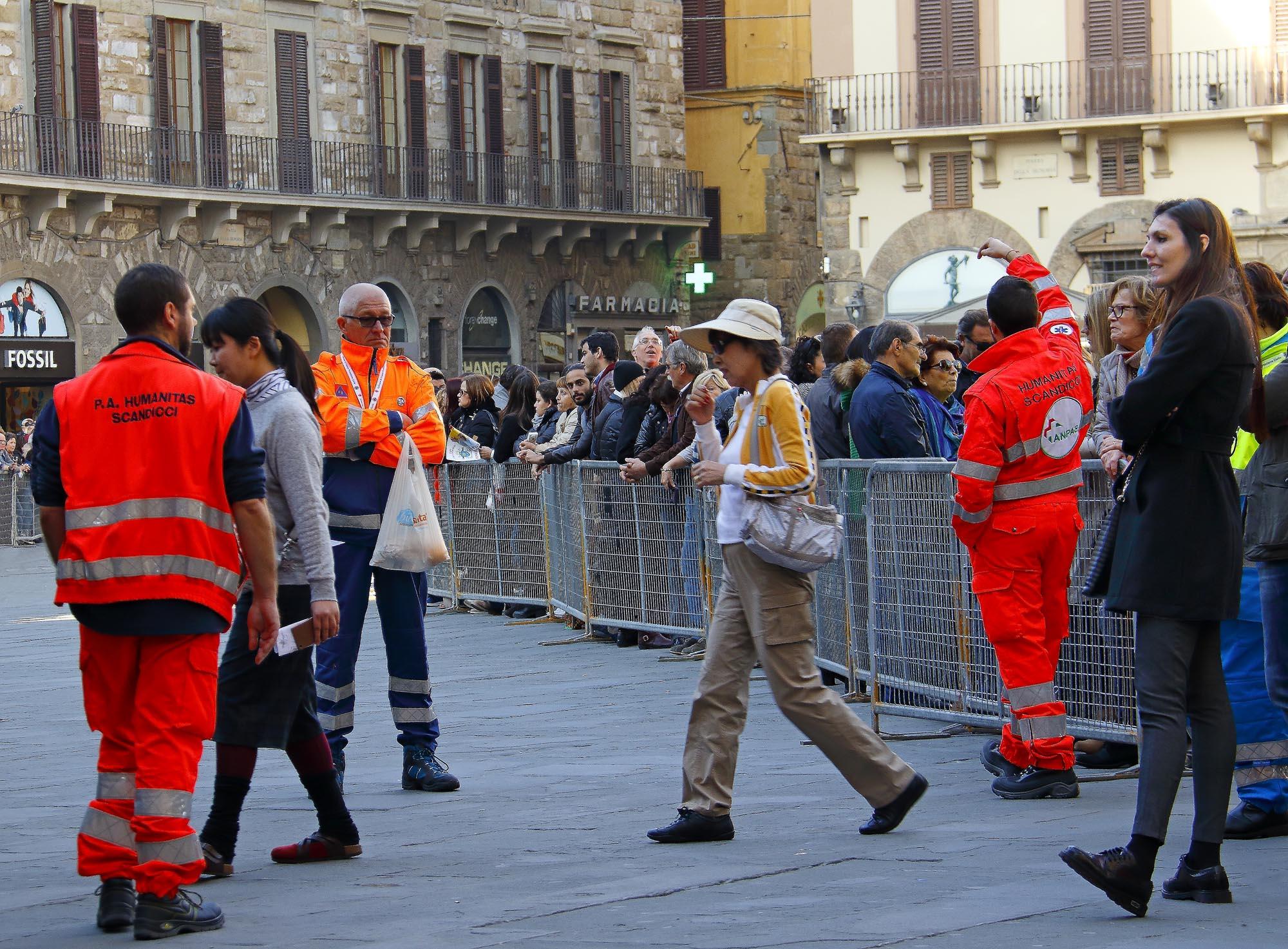0244 Volontari per laccoglienza - Volontari per l'accoglienza di Papa Francesco