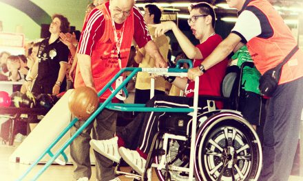 Assistenza disabili, una serata al bowling