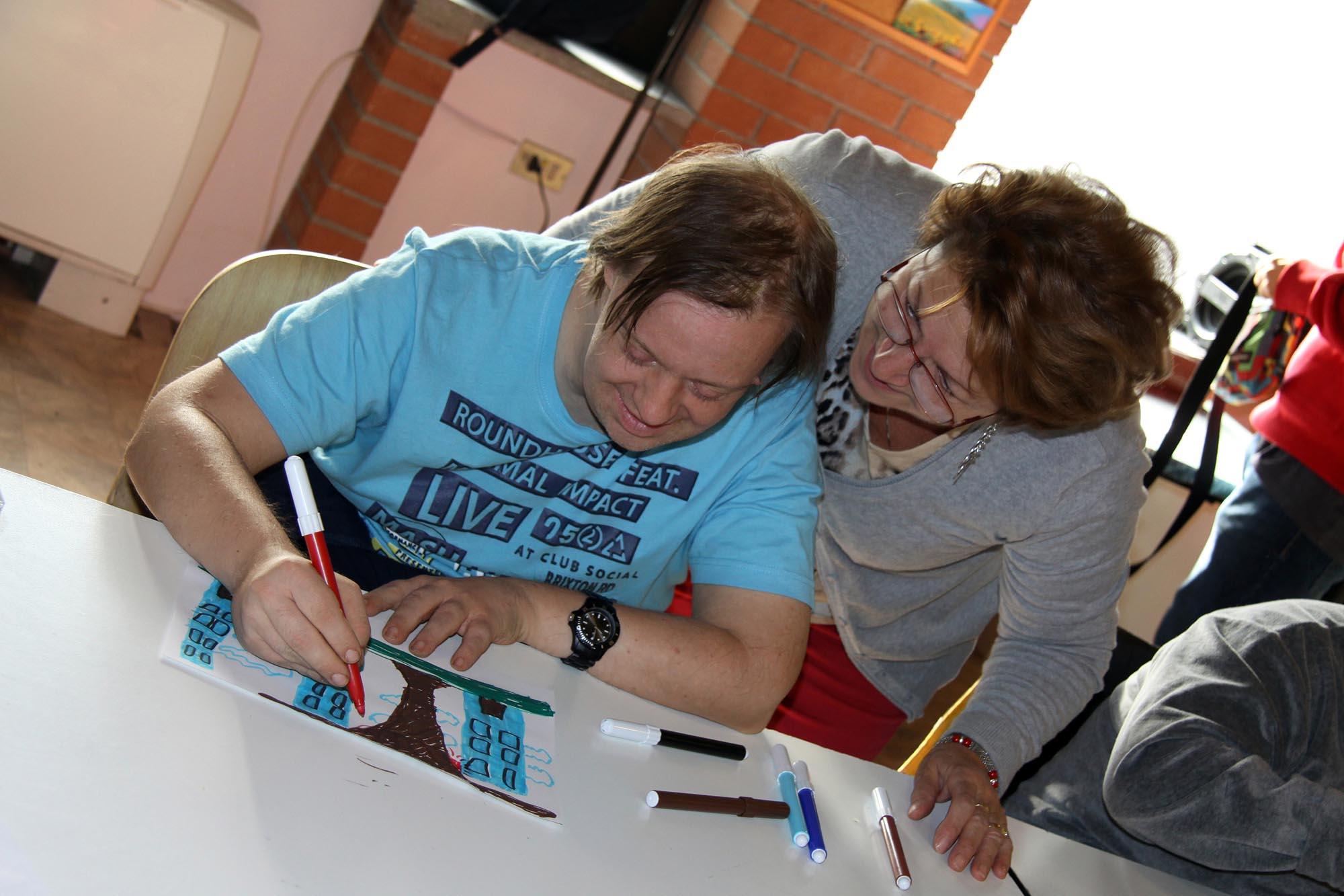 0412 Volontaria in attivita creative con disabili - Assistenza malati e disabili