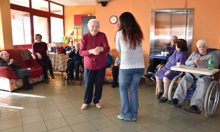 Attività sportiva in residenza per anziani, yoga per anziani
