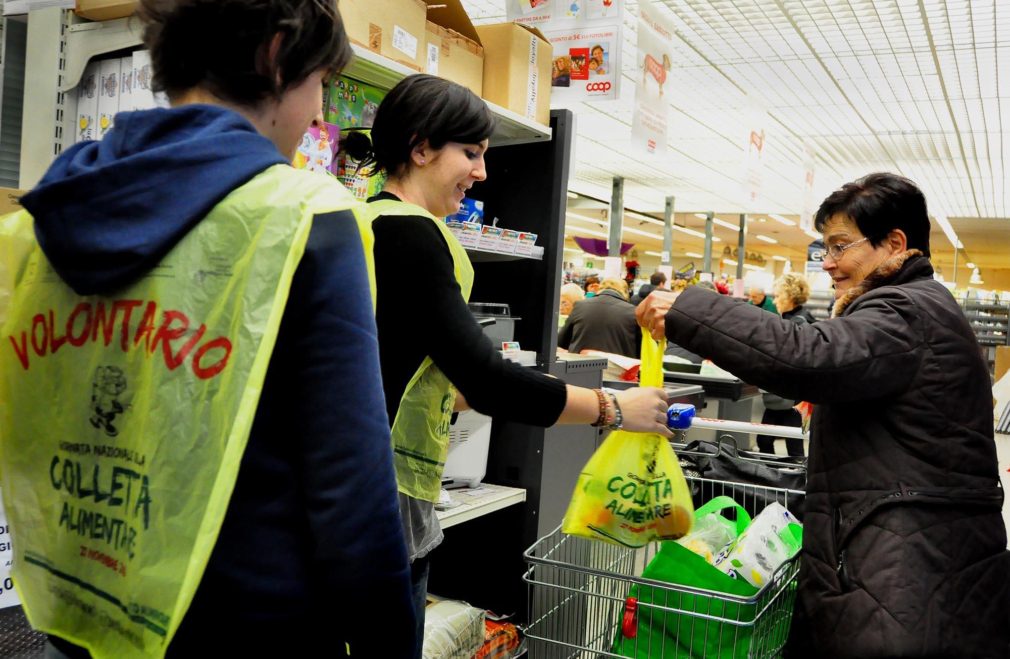 0496 Raccolta prodotti alimentari donati 1 - Banco alimentare