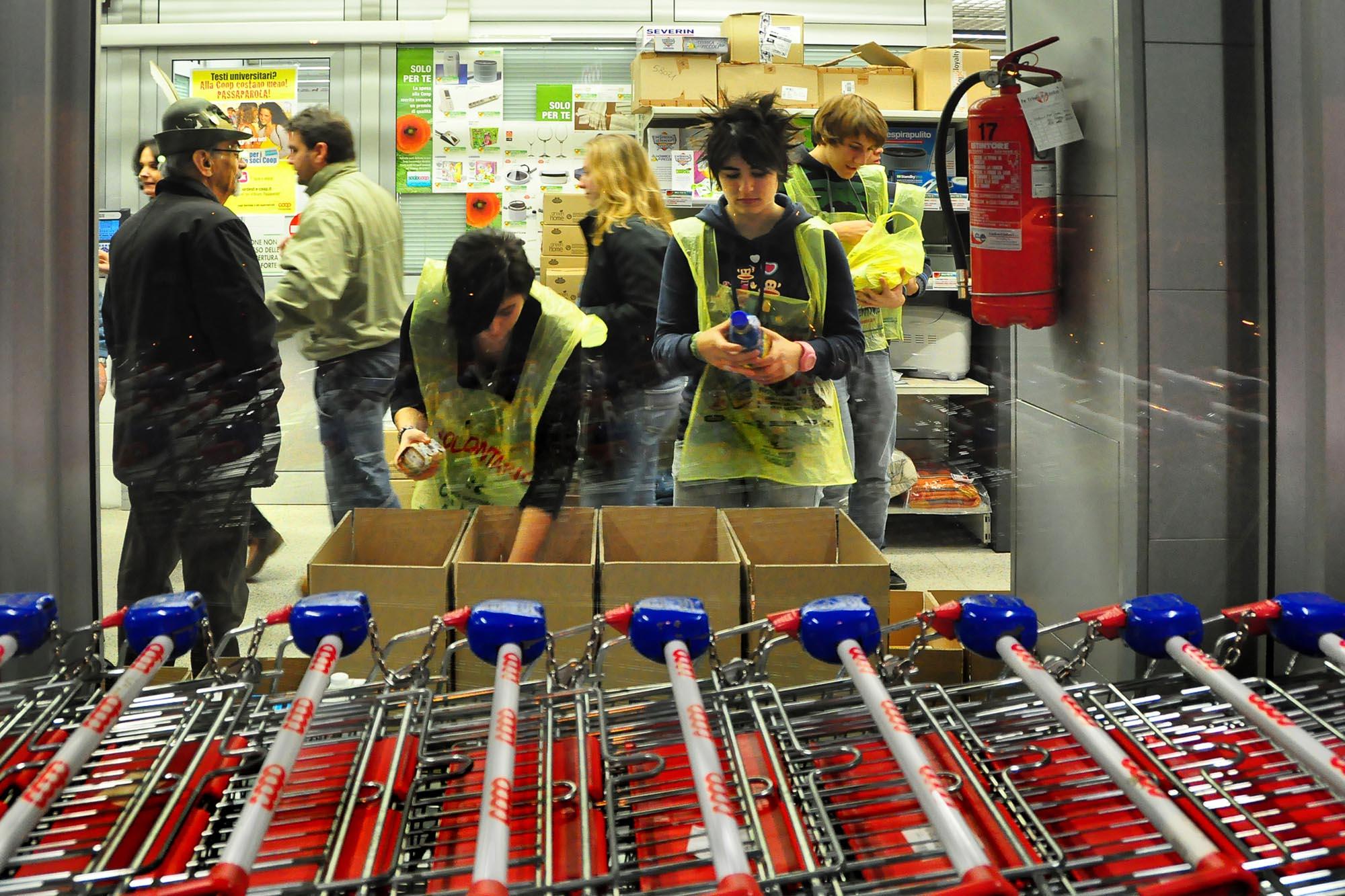 0496 Raccolta prodotti alimentari donati - Banco alimentare