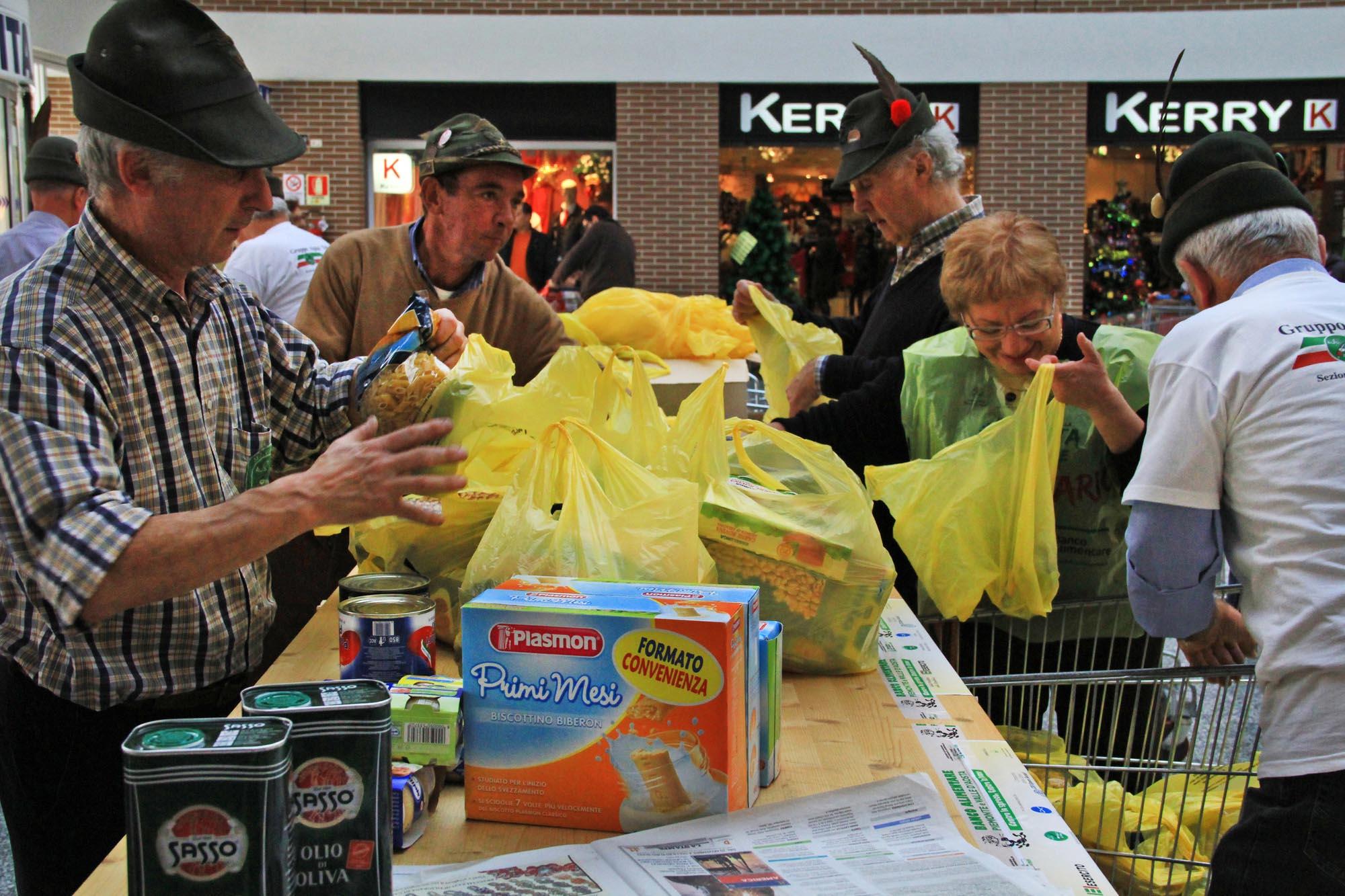 0613 Raccolta di generi alimentari nei supermercati - Banco alimentare di Biella