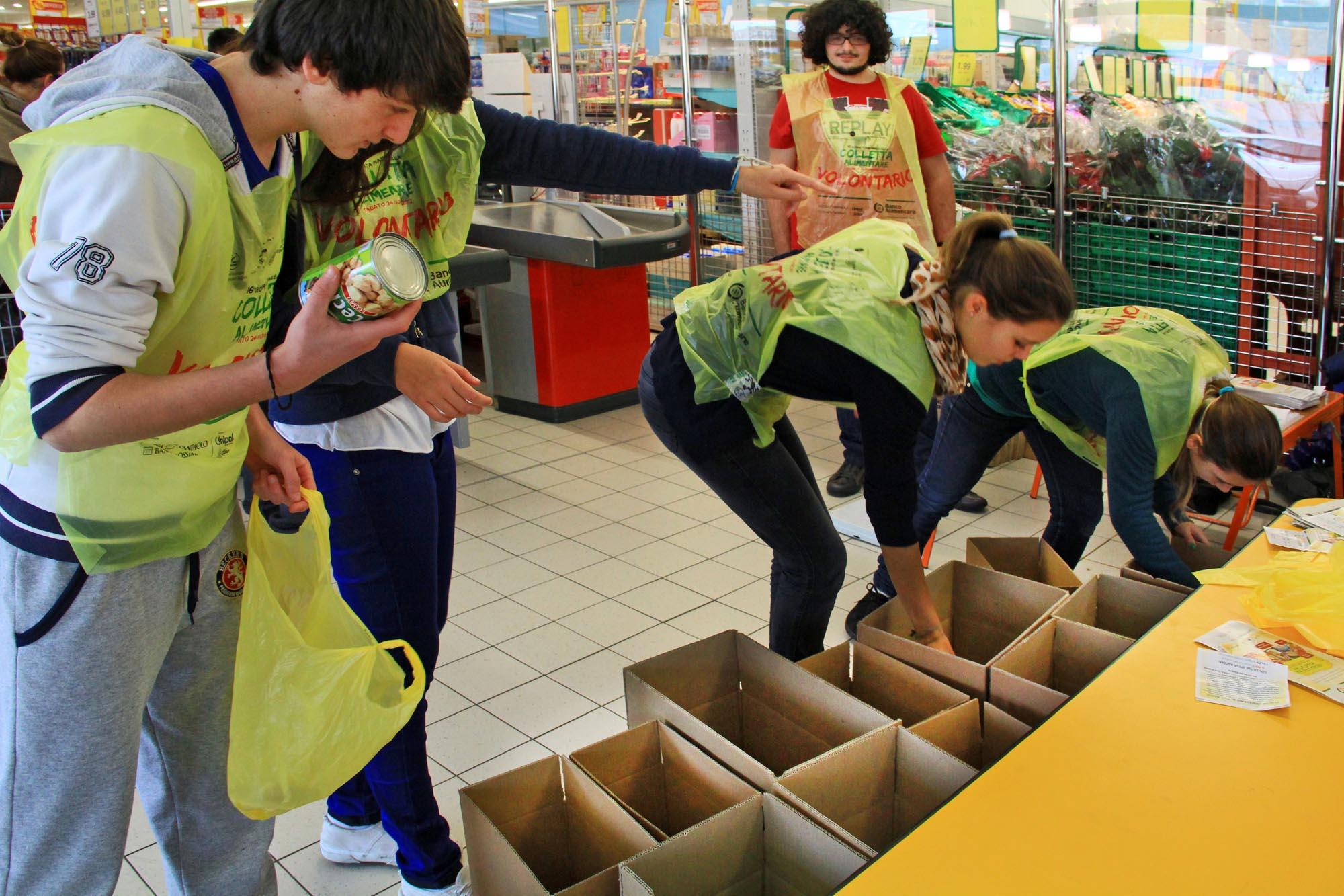 0613 Raccolta generi alimentari nei supermercati - Banco alimentare di Biella
