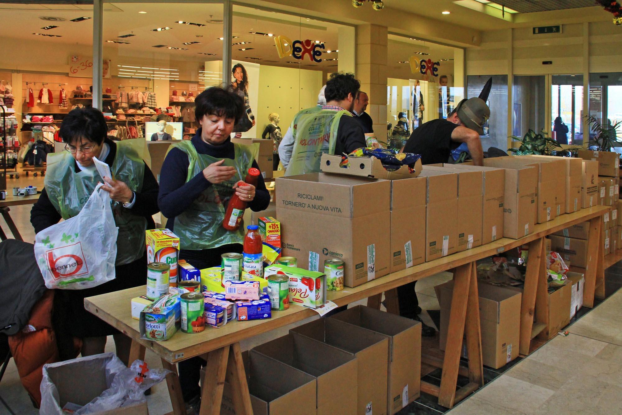 0613 Raccolta generi alimentari supermercati 1 - Banco alimentare di Biella