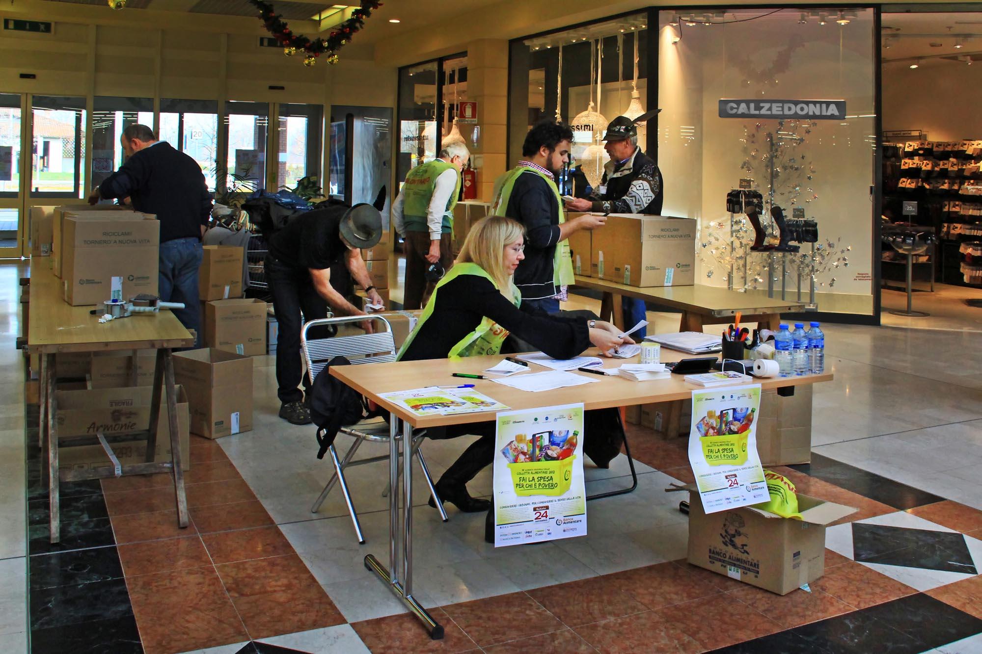 0613 Raccolta generi alimentari supermercati 3 - Banco alimentare di Biella