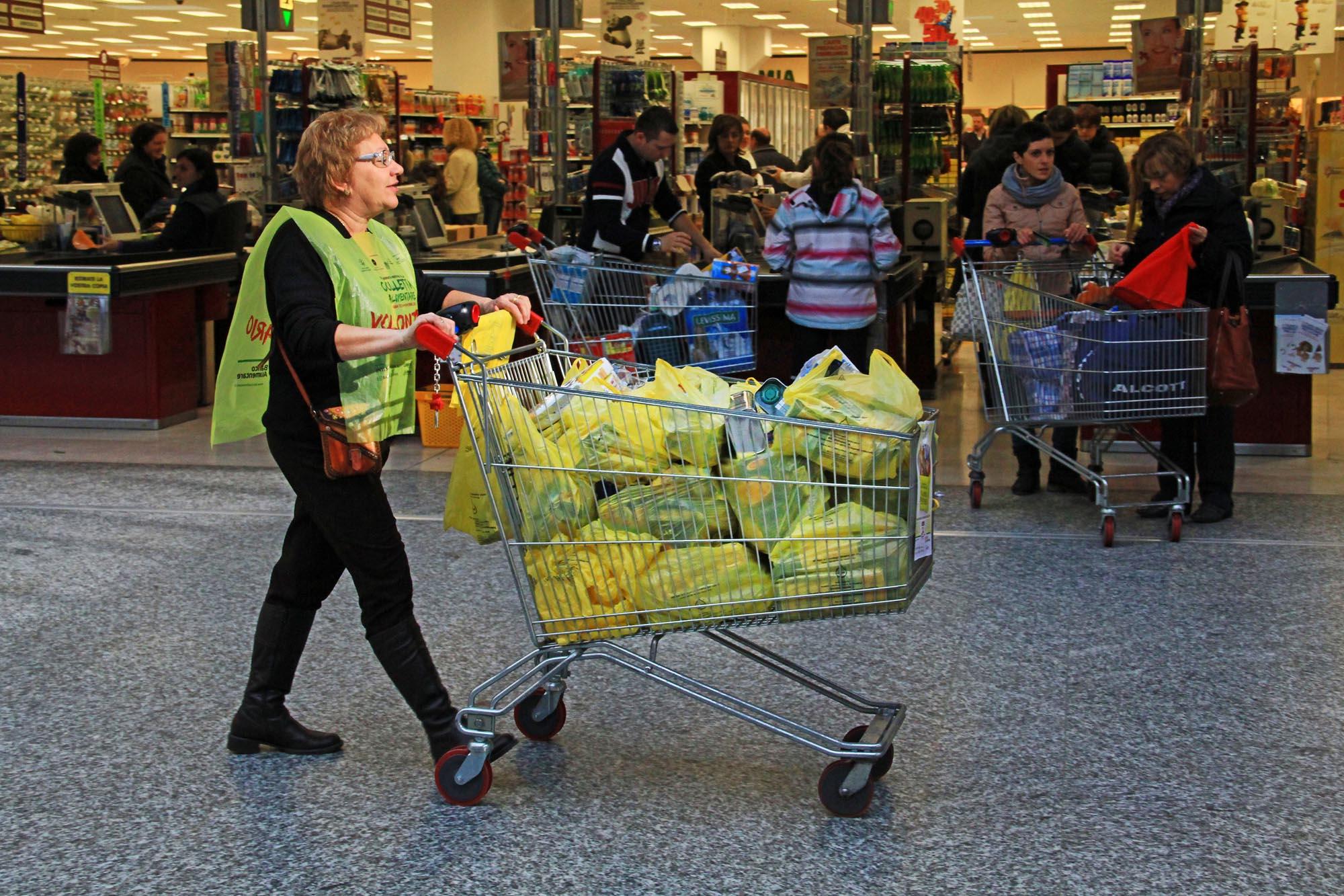 0613 Raccolta generi alimentari supermercati - Banco alimentare di Biella