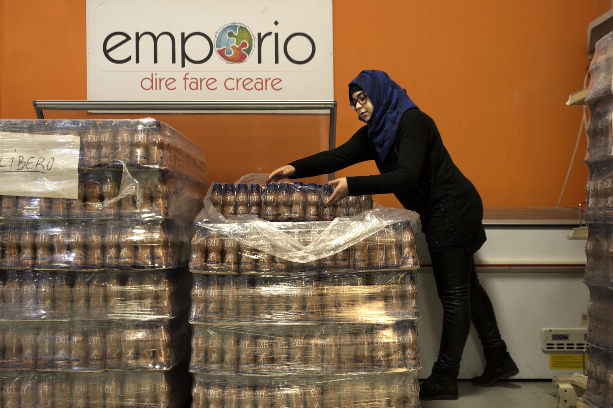 0736 Volontari in un market solidale 1 - Assistenza alimentare alle famiglie, emporio