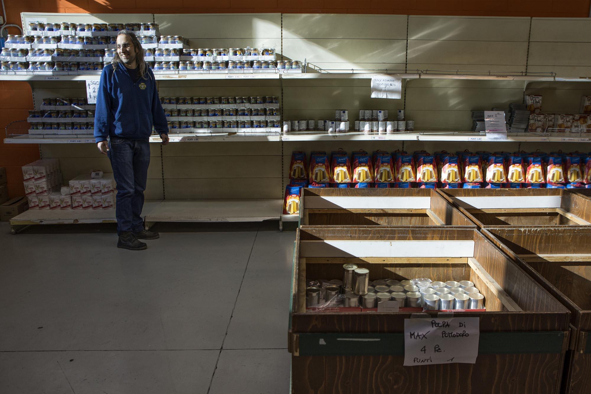 0736 Volontari in un market solidale 3 - Assistenza alimentare alle famiglie, emporio