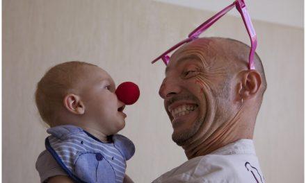 Clown terapia, gli angeli dal naso rosso