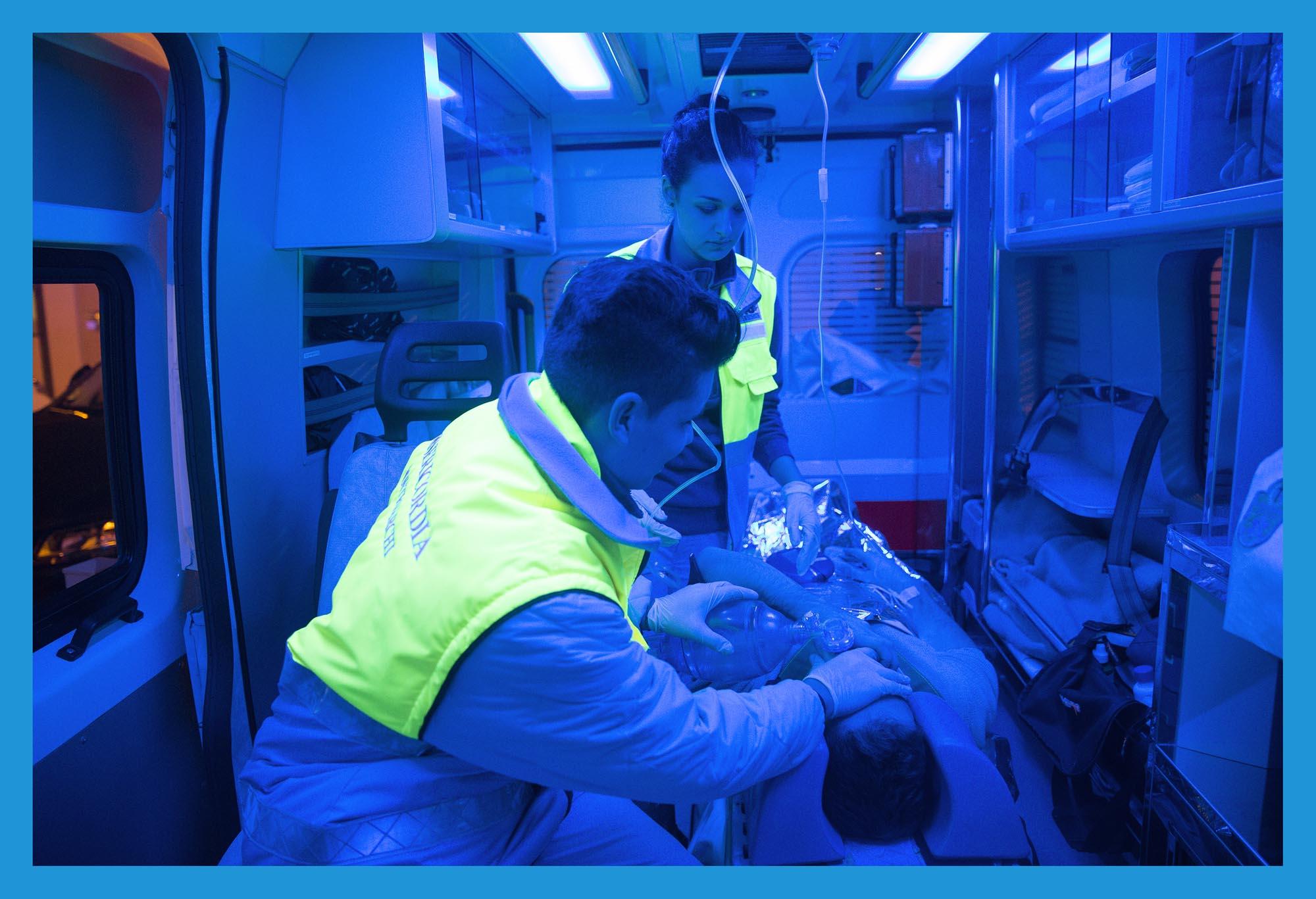 0188 Volontari soccorso e trasporto con ambulanze - Volontari AVO e della Misericordia, on the other side
