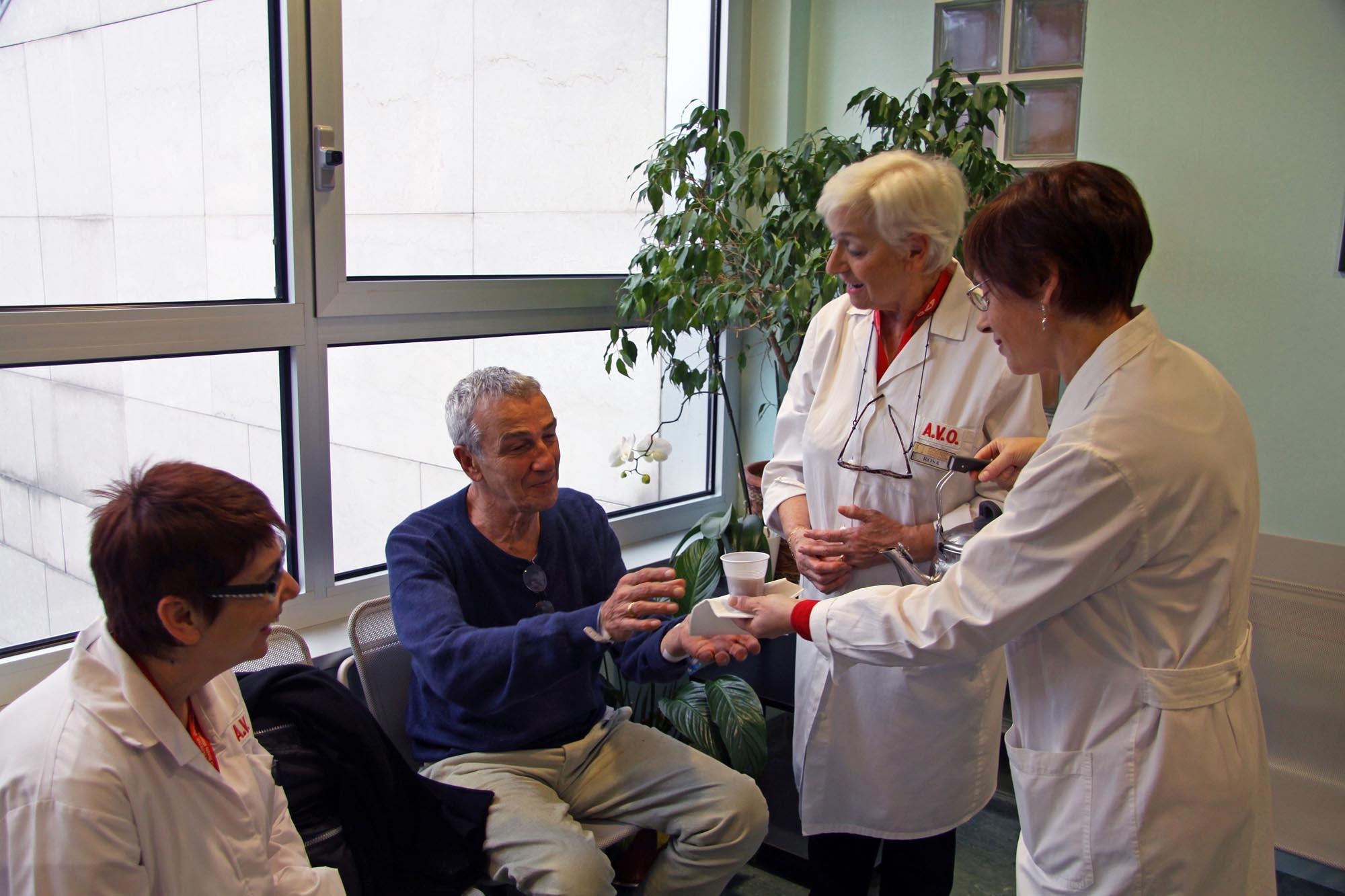0412 Volontari in ospedale 1 - Assistenza malati e disabili