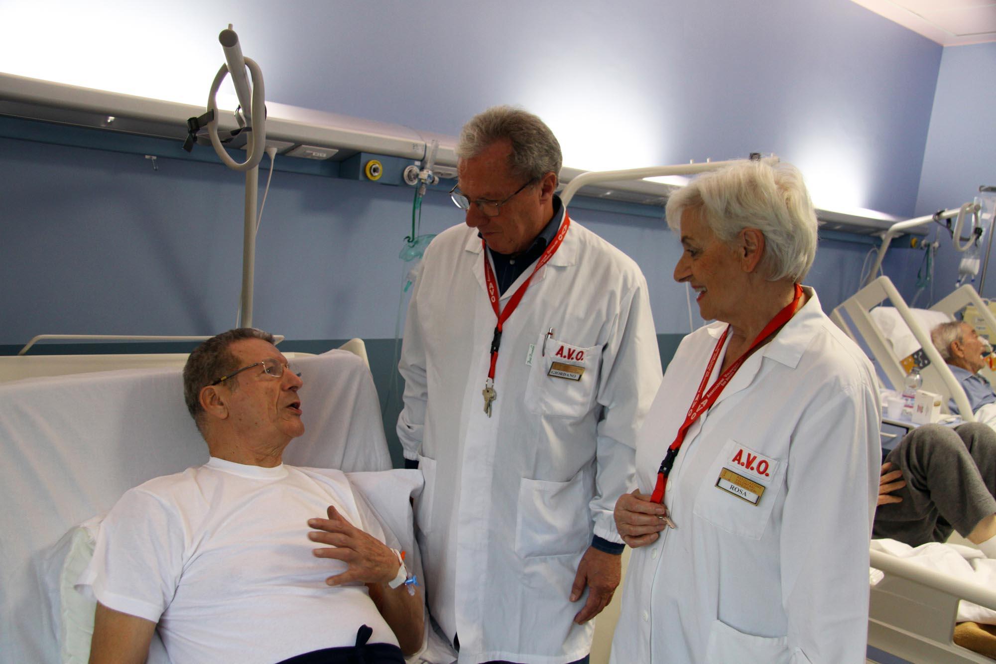 0412 Volontari in ospedale 2 - Assistenza malati e disabili