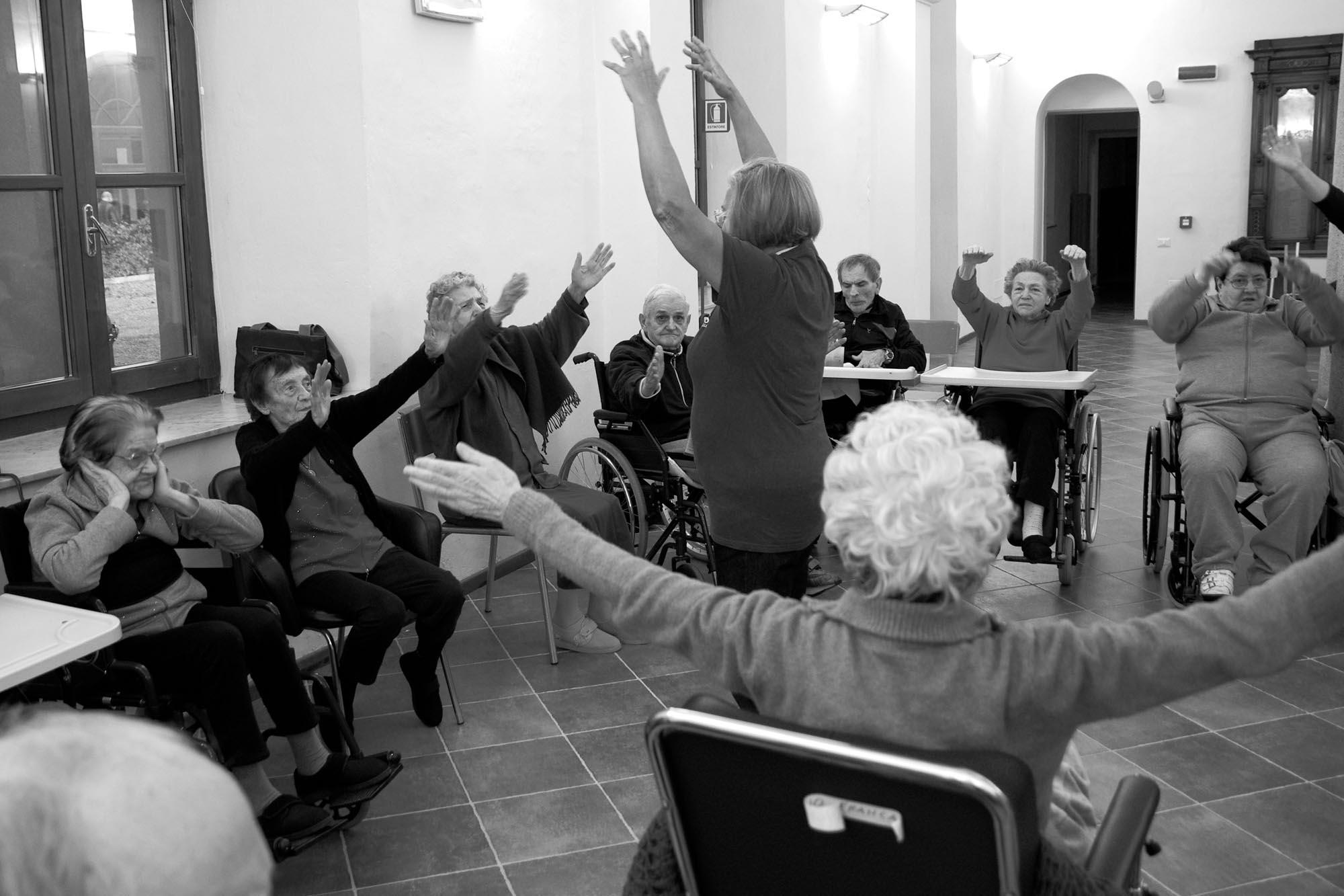 0464 ginnastica dolce anziani casa di riposo - Animazione in casa di riposo, ginnastica dolce